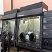 Atmospheric controlled chamber that allows working with sensitive materials.